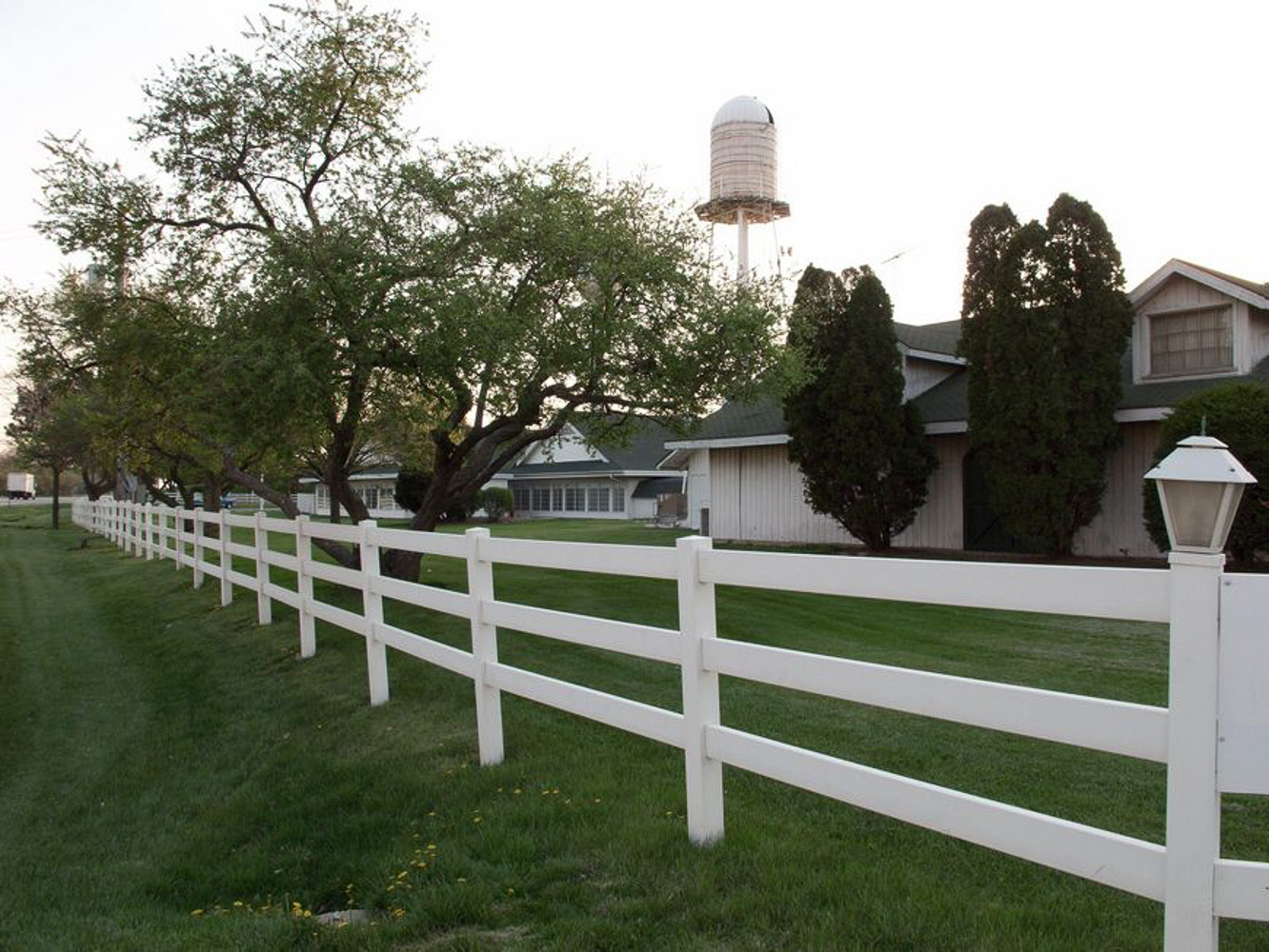 Driving Route 66, White Fence farm restaurant