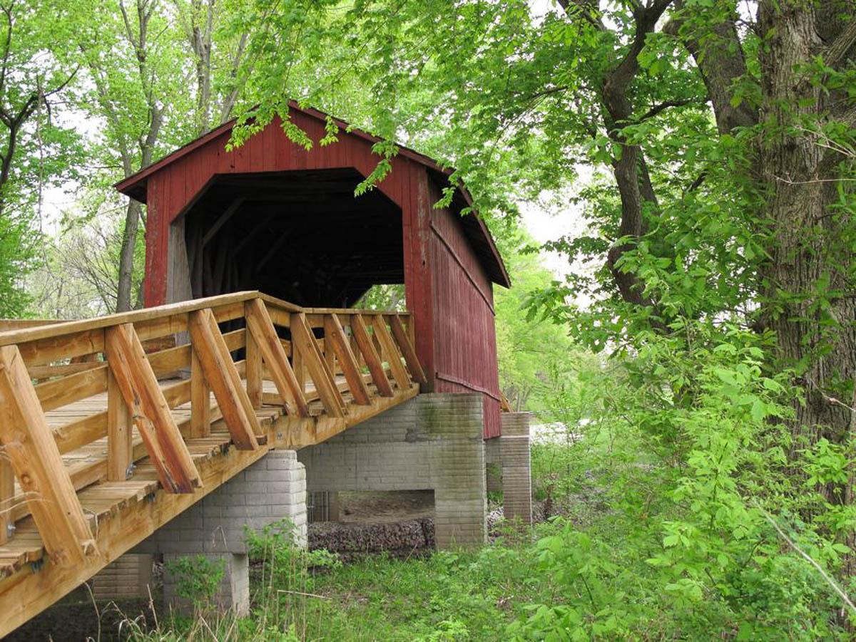 Driving Route 66, Sugar Creek covered bridge