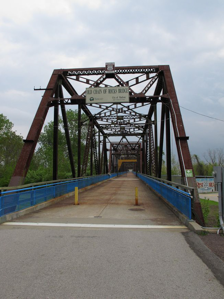 Driving Route 66, Chain of Rocks bridge