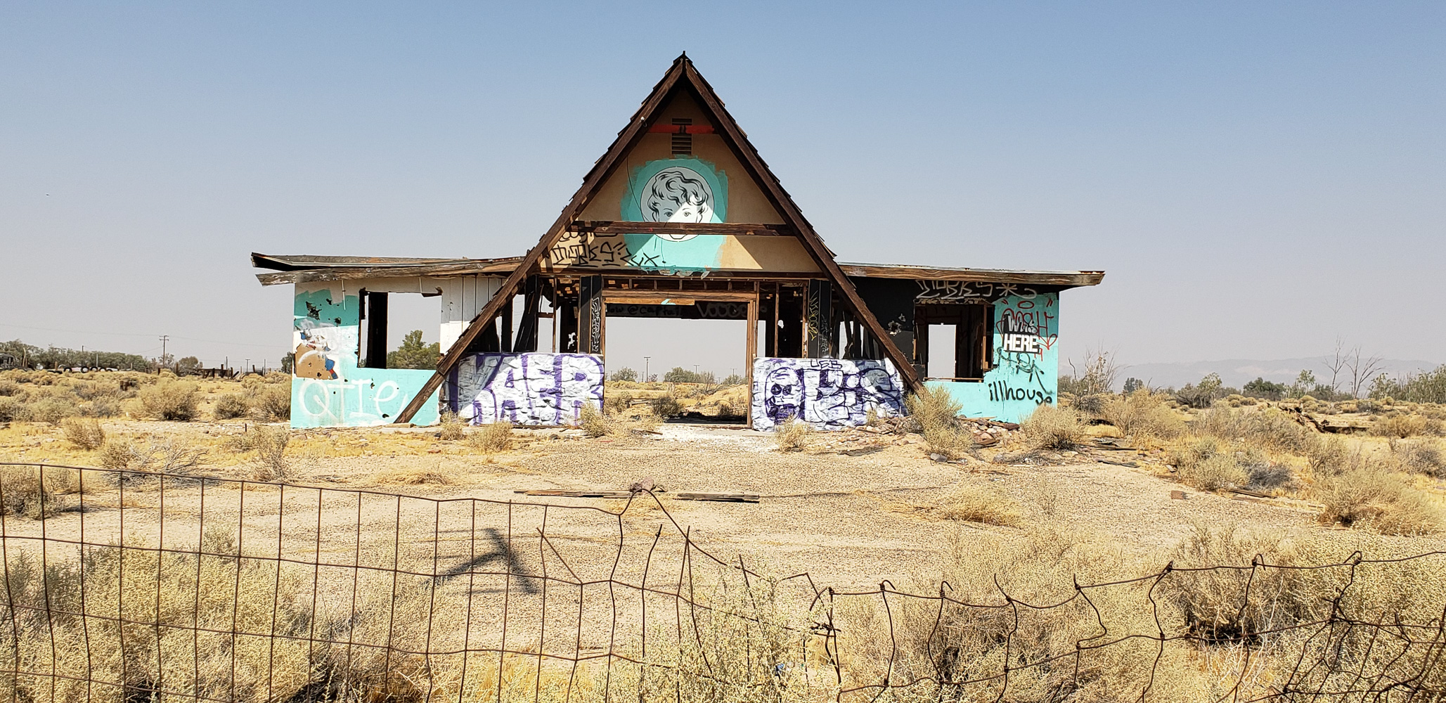Abandoned building near Newberry Srings California