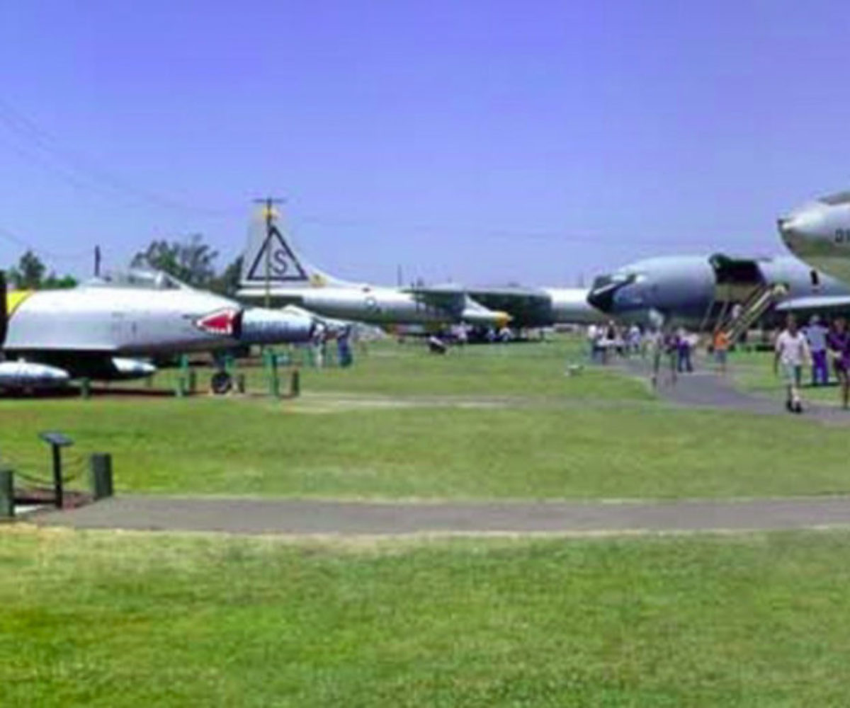 Castle Air Museum, Atwater CA, May 2001